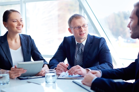 Benefits-of-Retained-Executive-Search-Professionals-in-meeting_interview