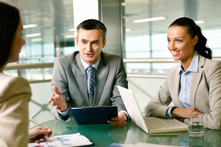 Determining-Company-Culture-During-Job-Interview-Professionals-gathered-around-table