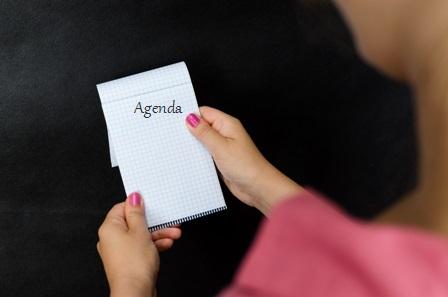 Five-Minutes-Meetings-Woman-holding-notepad.jpg