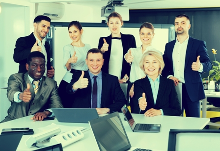 Positive Work Relationships - Groups of coworkers_thumbs up